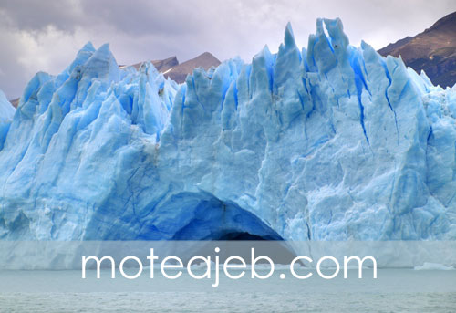 Bridge-of-ice-in-the-glacier-in-Argentina-1